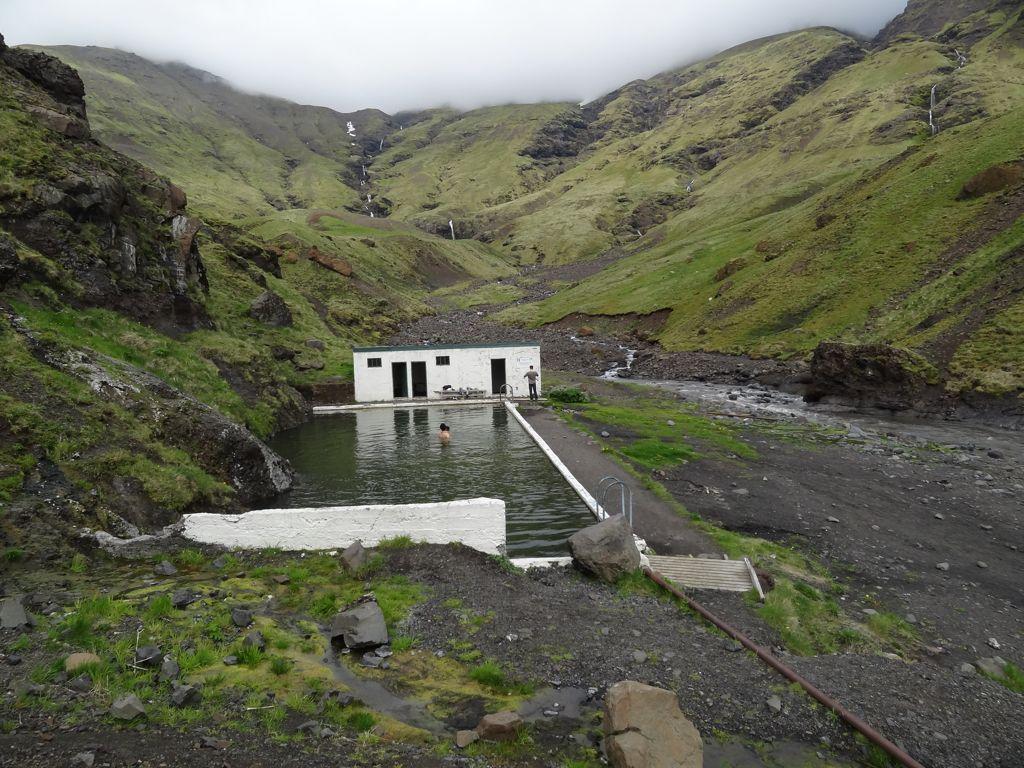 Se baigner dans une piscine naturelle en islande seljavallalaug hot spring - Peut on se baigner pendant la filtration de la piscine ...