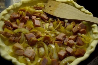 Première couche : oignons et jambon