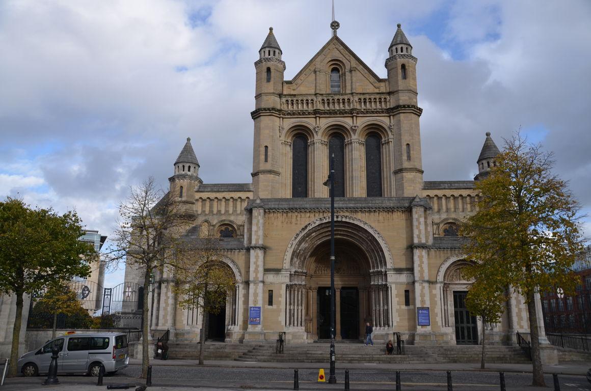 Visiter belfast taxi tour street art et fresques politiques for Centre commercial grand tour sainte eulalie