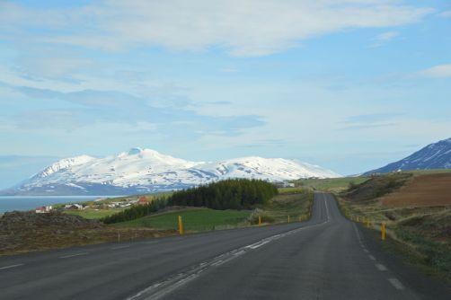 Conduire le long des fjords...