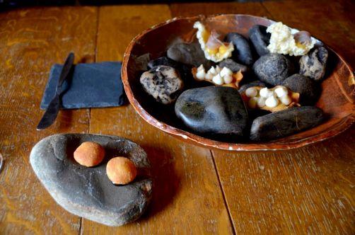 Topinambours, échalotes et pain soufflé, herve, sirop de liège