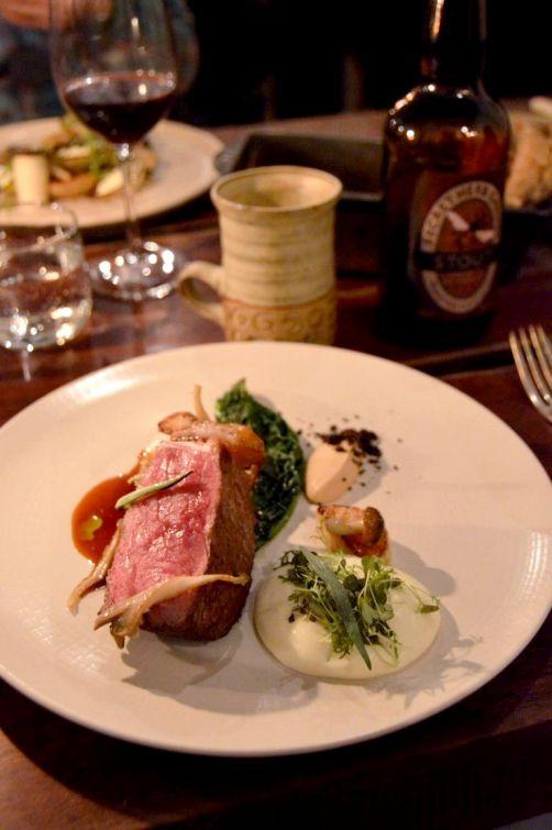 Large (plat principal): boeuf fumé, chou-fleur, oignon, champignons, kale, radis, ail des ours