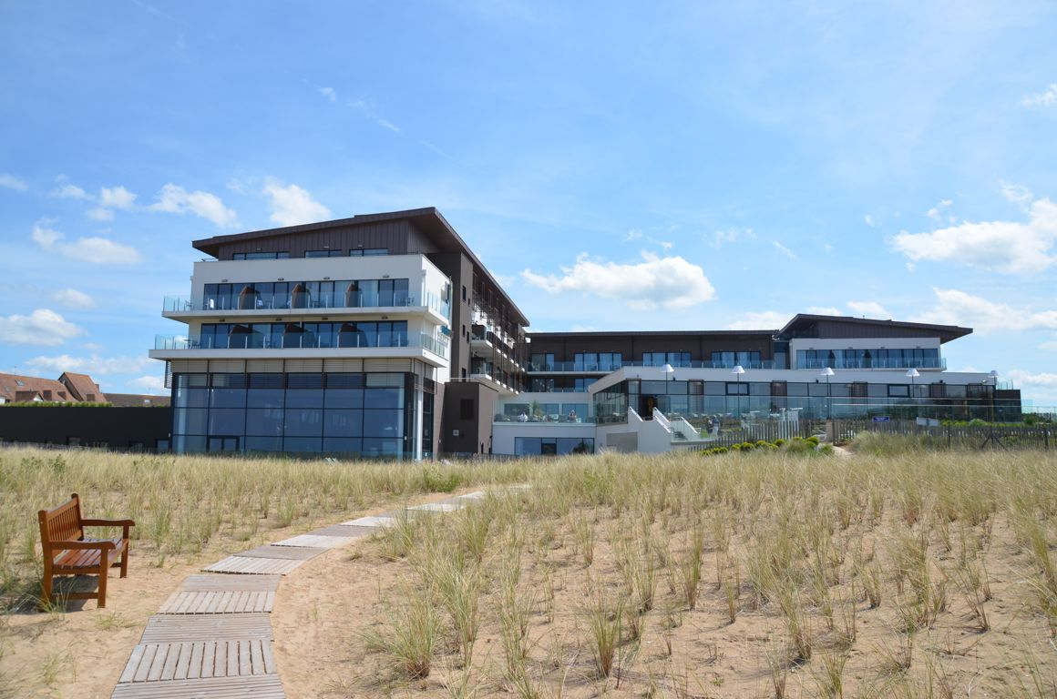 Un weekend thalasso cabourg for Hotel piscine cabourg