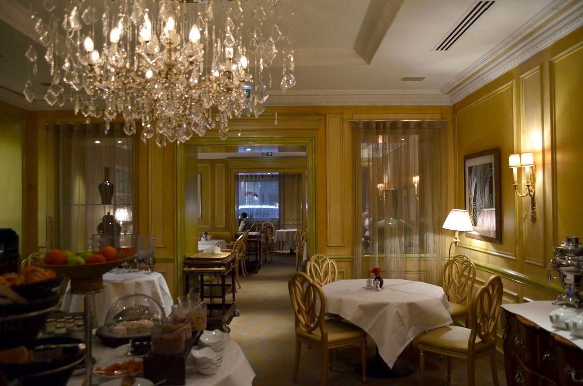 une nuit l 39 h tel westminster le luxe la parisienne. Black Bedroom Furniture Sets. Home Design Ideas