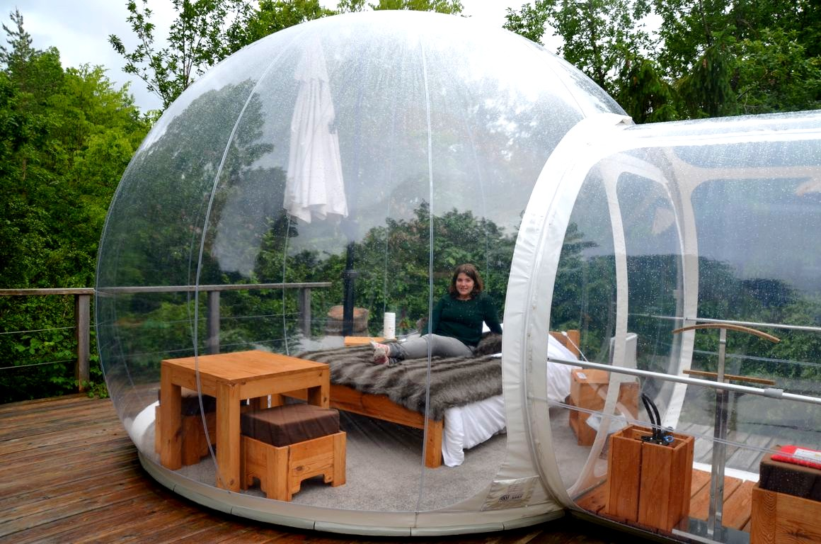 h bergement insolite dormir dans une bulle transparente. Black Bedroom Furniture Sets. Home Design Ideas