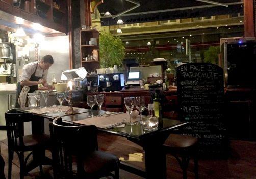 en-face-de-parachute-restaurant-ixelles-6