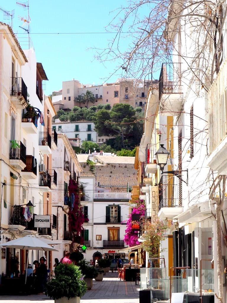 Dalt Vila Une Balade Surprenante Dans La Vieille Ville D Ibiza